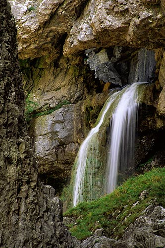 Gordale Scar Waterfall, Malham, Photo copyright © Paul Heaton